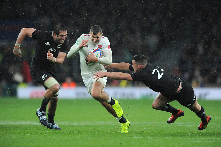 Jonny May of England finds space between Samuel Whitelock and Ryan Crotty of New Zealand during the Quilter International match between England and New Zealand at Twickenham Stadium on Saturday 10th November 2018 (Photo by Rob Munro/Stewart Communications)