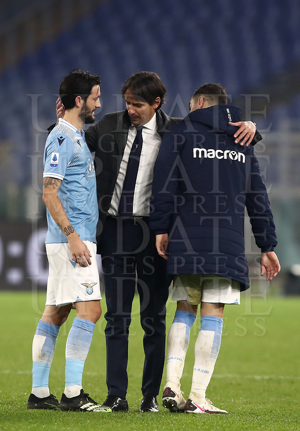 Calcio, Serie A: S.S.Lazio - Napoli, Olympic stadium, Rome, December 20, 2020. <br /> Lazio's coach Simone Inzaghi (c) celebrates with his players  after winning 2-0 the Italian Serie A football match between Lazio and Napoli at the Olympic stadium, on December 20, 2020.<br /> UPDATE IMAGES PRESS/Isabella Bonotto