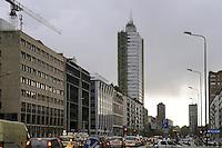 - Milan, Vittor Pisani street and skyscraper of Republic square ....- Milano, via Vittor Pisani e grattacielo di piazza Repubblica