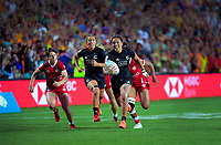 Stacey Fluhler (New Zealand) scores during the women's final against Canada. Day two of the 2020 HSBC World Sevens Series Hamilton at FMG Stadium in Hamilton, New Zealand on Sunday, 26 January 2020. Photo: Dave Lintott / lintottphoto.co.nz