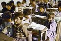 Irak 1992  Halabja: dans une école de garçons   Iraq 1992   Halabja : young boys in a classroom