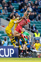 22nd May 2021; Twickenham, London, England; European Rugby Champions Cup Final, La Rochelle versus Toulouse; Cheslin Kolbe of Toulouse and Brice Dulin of La Rochelle jump for the ball