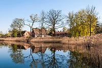 Dorfteich und Häuser, Ihlow, Märkische Feldsteinroute, Oder-Spree, Brandenburg
