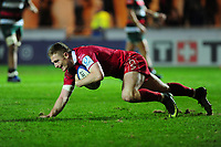 Johnny McNicholl of Scarlets scores his sides fourth try during the Heineken Champions Cup round 5 match between the Scarlets and Leicester Tigers at the Parc Y Scarlets Stadium in Llanelli, Wales, UK. Saturday 12th January 2019