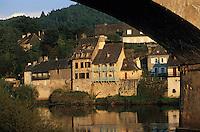 Europe/France/Limousin/19/Corrèze/Vallée de la Dordogne/Argentat: Vieilles maisons sur les quais de la Dordogne