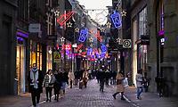 Nederland  Amsterdam  2020.   De Kalverstraat rond de feestdagen.  Foto : ANP/ HH / Berlinda van Dam