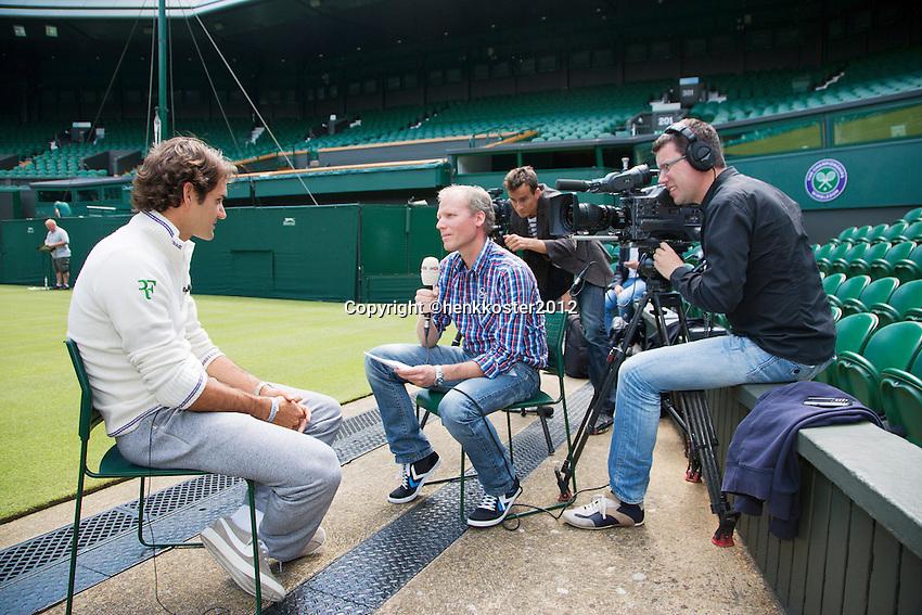 20-06-12, England, London, Wimbledon, Tennis, Interviuw NOS op het Centercourt met Roger Federer.