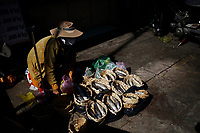 Photographie de nourriture de rue a Saigon avant Noel 2019 par Roussel Fine Art Photo