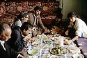 Irak 1992<br /> Un repas dans une famille à Halabja<br /> Iraq 1992<br /> A family lunch in Halabja