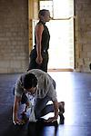 Fenêtre sur cour(s) : Prototype III<br /> <br /> Hervé Robbe chorégraphe et directeur artistique du PRCC <br /> Les chorégraphes : Zdenka Brungot-Svitekova, Carole Bordes, Amélie Poirier, Benjamin Bertrand, Marta Bichisao, Florence Casanave, Marion Sage, Sylvain Sicaud <br /> Les compositeurs-musiciens : Florent Colautti, Anne Lepère<br /> Lieu : Abbaye de Royaumont<br /> Date : 31/08/2016<br /> © Laurent Paillier | photosdedanse.com