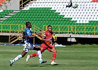 TUNJA - COLOMBIA, 30-01-2021: Oscar Vanegas de Patriotas Boyaca F. C. y Brayan Moreno de Boyaca Chico F. C. disputan el balon, durante partido de la fecha 3 entre Patriotas Boyaca F. C. y Boyaca Chico F. C. por la Liga BetPlay DIMAYOR I 2021, jugado en el estadio La Independencia de la ciudad de Tunja. / Oscar Vanegas of Patriotas Boyaca F. C. and Brayan Moreno of Boyaca Chico F. C. fight for the ball, during a match of the 3rd date between Patriotas Boyaca F. C. and Boyaca Chico F. C. for the BetPlay DIMAYOR I 2021 League played at the La Independencia stadium in Tunja city. / Photo: VizzorImage / Macgiver Baron / Cont.