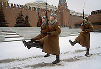 - Moscow, January 1988, changing of the guard at Lenin Mausoleum....- Mosca, gennaio 1988, cambio della guardia al Mausoleo di Lenin