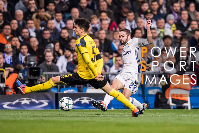 Daniel Carvajal Ramos of Real Madrid fights for the ball with Marc Bartra of Borussia Dortmund during the 2016-17 UEFA Champions League match between Real Madrid and Borussia Dortmund at the Santiago Bernabeu Stadium on 07 December 2016 in Madrid, Spain. Photo by Diego Gonzalez Souto / Power Sport Images