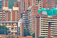 MEDELLÍN - COLOMBIA, 14-06-2018:  Demolición del edificio San Bernavento en el sector la Loma de los Bernales en Belén de la ciudad de Medellín Colombia construida por la Constructora San Felipe-Promotora Bernavento. El procedimiento fue ordenado por la alcaldía por las fallas estructurales de la edificación de 14 pisos detectadas después de un estudio contratado por los residentes en el año 2016. / Demolition of the San Bernavento building placed at Loma de los Bernales in Belén of Medellín city, Colombia, built by the San Felipe-Promotora Bernavento Construction Company. The procedure was ordered by the mayor's office for the structural flaws of the 14-story tall building detected after a study contracted by residents in 2016. Photo: VizzorImage/ León Monsalve / Cont