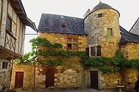 Maisons au pied du chateau de Turenne, dans les hauteurs du Village.