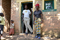 RUANDA, Butare, urban refugees from Burundi , Josiane Mukumana / burundische Fluechtlinge, Frau Josiane Mukumana und ihr Mann Albert Nishimirimana sind aus Burundi geflohen