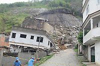 ATENCAO EDITOR IMAGEM EMBARGADA PARA VEICULOS INTERNACIONAIS - NOVA FRIBURGO, RJ, 14 NOVEMBRO 2012 - DESLIZAMENTO NOVA FRIBURGO -  NOVA FRIBURGO, RJ, 14.11.2012: DESLIZAMENTO/REGIÃO SERRANA/RJ - Vista do local onde 10 casas foram atingidas por um deslizamento de terra, ontem, no distrito de Conselheiro Paulino, no bairro Três Irmãos, e duas pessoas sofreram ferimentos leves, em Nova Friburgo. A área afetada já estava interditada desde janeiro de 2011, quando uma forte chuva matou mais de 900 pessoas na Região Serrana.<br />  (FOTO: FERNANDO FERREIRA / BRAZIL PHOTO PRESS).