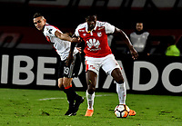 BOGOTÁ - COLOMBIA, 03-05-2018: Leyvin Balanta (Der.) jugador de Independiente Santa Fe disputa el balón con Rafael Borré (Izq.) jugador de River Plate, durante partido entre Independiente Santa Fe (COL) y River Plate (ARG), de la fase de grupos, grupo D, fecha 5 de la Copa Conmebol Libertadores 2018, jugado en el estadio Nemesio Camacho El Campin de la ciudad de Bogota. / Leyvin Balanta (R) player of Independiente Santa Fe vies for the ball with Rafael Borre (L) player of River Plate, during a match between Independiente Santa Fe (COL) and River Plate (ARG), of the group stage, group D, 5th date for the Conmebol Copa Libertadores 2018 at the Nemesio Camacho El Campin Stadium in Bogota city. Photo: VizzorImage  / Luis Ramírez / Staff.