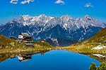 Oesterreich, Tirol, oberhalb von Fieberbrunn in den Kitzbueheler Alpen: Wildseeloderhaus am Wildseeloder See - auch Wildsee genannt (1.854 m), im Hintergrund die Loferer Steinberge | Austria, Tyrol, upon Fieberbrunn within Kitzbuehel Alps: Wildseeloder house at Lake Wildseeloder (1.854 m) with Loferer Steinberge mountains