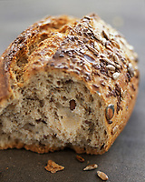 Gastronomie générale / Cuisine générale : Pain au mélange de céréales