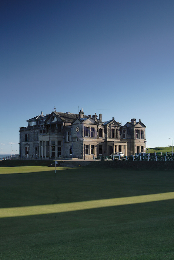 The historic 18th Green and clubhouse of St Andrews Golf Course (Old Course), Fife, Scotland. St Andrews is the home of golf<br /> <br /> Copyright www.scottishhorizons.co.uk/Keith Fergus 2011 All Rights Reserved