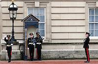 LONDRES-UK-25-05-2013. Cambio de guardia en frente del Palacio de  Buckingham, Londes. Guards performs the Changing of the Guard in Buckingham Palace, London. Photo: VizzorImage