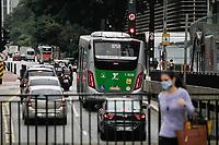 13.05.2020 - Trânsito na avenida Paulista em SP