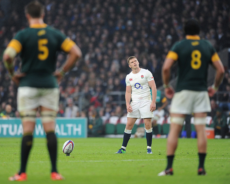 George Ford of England prepares take a kick as Lood de Jager and Warren Whiteley of South Africa look on during the Old Mutual Wealth Series match between England and South Africa at Twickenham Stadium on Saturday 12th November 2016 (Photo by Rob Munro)