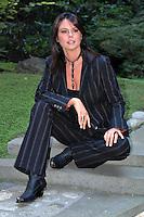 """08/09/04 Roma, conferenza stampa per l'uscita della nuova edizione di """"Al posto tuo"""". Nella foto la conduttrice Paola Perego. Photo Samantha Zucchi Insidefoto"""