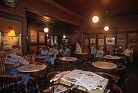 Europe/Autriche/Niederösterreich/Vienne:  Le Café Hawelka- les journaux à disposition des consommateurs