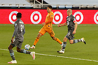 ST PAUL, MN - OCTOBER 18: Jose Bizama #18 of Houston Dynamo passes the ball during a game between Houston Dynamo and Minnesota United FC at Allianz Field on October 18, 2020 in St Paul, Minnesota.