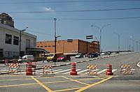 SÃO PAULO, SP, 30 DE JANEIRO DE 2012 - VIADUTO POMPÉIA - Viaduto Pompéia liberado parcialmente para tráfego nesta segunda-feira, 30, após 3 semanas de interdição. FOTO: ALEXANDRE MOREIRA - NEWS FREE.