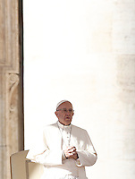Papa Francesco tiene un'udienza giubilare in Piazza San Pietro, Citta' del Vaticano, 12 novembre 2016.<br /> Pope Francis attends a Jubilee Audience in St. Peters Square at the Vatican, November 12, 2016.<br /> UPDATE IMAGES PRESS/Isabella Bonotto<br /> <br /> STRICTLY ONLY FOR EDITORIAL USE