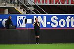 28.09.2020, Benteler-Arena, Paderborn, GER, 2. FBL SC Paderborn 07 vs. Hamburger SV<br />  <br />im Bild<br />Schiedsrichter Guido Winkmann testet den Videobeweis.<br /><br />DFL regulations prohibit any use of photographs as image sequences and/or quasi-video. <br /><br />Foto © nordphoto / Paetzel