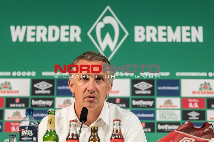 10.09.2020, PK-Raum in der Ostkurve des wohninvest Weserstadions , Bremen, GER, Pressekonferenz Werder Bremen vor dem Pokalspiel Jena<br /> <br /> Pressekonferenz  Florian Kohfeldt (Trainer SV Werder Bremen) und Frank Baumann (Geschäftsführer Fußball Werder Bremen) standen  Rede und Antwort.<br /> <br /> <br /> im BIld Frank Baumann (Geschäftsführer Fußball Werder Bremen)<br /> <br /> im Bild / picture shows <br /> <br /> <br /> <br /> <br /> Foto © nordphoto / Kokenge