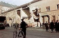 UNGARN, 11.1956.Budapest, VIII./IX. Bezirk.Ungarn-Aufstand / Hungarian uprising 23.10.-04.11.1956:.Zerschossenes Haus in der Üllöi út...Destroyed house in Ulloi ut..© Jenö Kiss/EST&OST