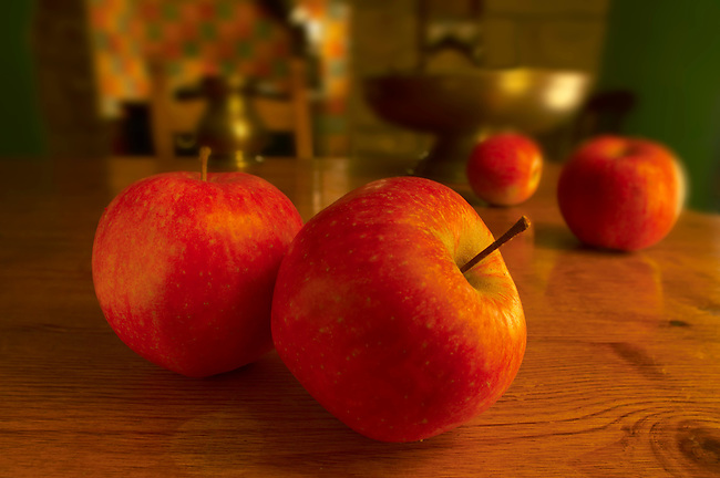 red apples on a country kitchen table