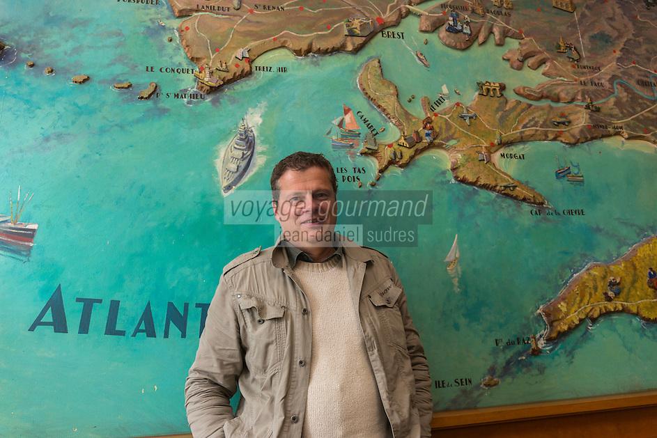 France, Bretagne, (29), Finistère, Brest: Carte de la Bretagne dans le hall Art-Déco de l'Hôtel: Le Continental , Philippe Bourget journaliste