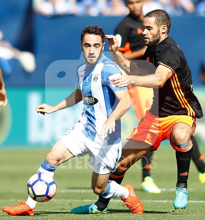 CD Leganes' Unai Lopez (l) and Valencia CF's Mario Suarez during La Liga match. September 25,2016. (ALTERPHOTOS/Acero)