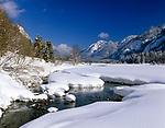 Deutschland, Bayern, Chiemgau zwischen Ruhpolding und Reit im Winkl: Winterlandschaft am Weitsee | Germany, Bavaria, Chiemgau between Ruhpolding and Reit im Winkl: winter scenery at lake Weitsee