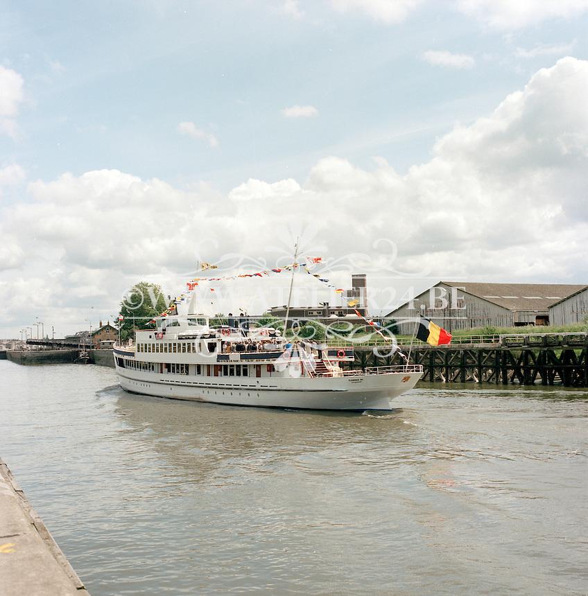 Juni 1986. Flandria 20 op de Schelde in Antwerpen.