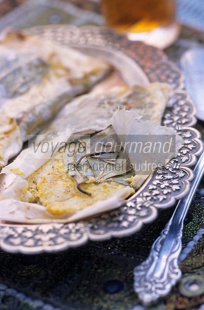 "Asie/Inde/Rajasthan/Udaipur: Hotel ""Taj Lake Palace"" sur le lac Pichola - ""Paper Wall Maghli"" - Poisson en papillote aux épices"