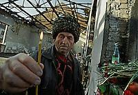 Beslan / Ossezia del Nord / Caucaso. 9/2004<br /> Un anziano abitante di Beslan depone una candela tra le macerie della palestra della Scuola 1 di Beslan distrutta durante l'attacco di un gruppo di guerriglieri ceceni. Centinaia di bambini rimasero vittime dei combattimenti tra terroristi e forze speciali dell'esercito russo.<br /> An elderly resident of Beslan places a candle among the ruins of School 1 gym, destroyed during the attack by a group of Chechen guerrillas. Hundreds of children were victims of fighting between terrorists and special forces of the Russian army.<br /> Photo Livio Senigalliesi