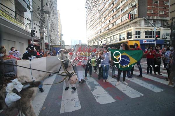 Recife (PE), 18/08/2021 - Protesto-Recife - Mobilização nacional contra o presidente Jair Bolsonaro é realizada nesta quarta-feira (18) no centro de Recife.