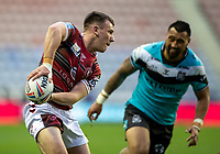 29th April 2021; DW Stadium, Wigan, Lancashire, England; BetFred Super League Rugby, Wigan Warriors versus Hull FC;  Harry Smith of Wigan Warriors looks to pass along his line