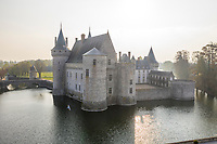 France, Loiret, Loire Valley listed as World Heritage by UNESCO, Sully sur Loire, Chateau de Sully sur Loire, 14th-18th century (aerial view) // France, Loiret (45), Val de Loire classé Patrimoine Mondial de l'UNESCO, Sully-sur-Loire, Château de Sully-sur-Loire, XIVe-XVIIIe siècles (vue aérienne)