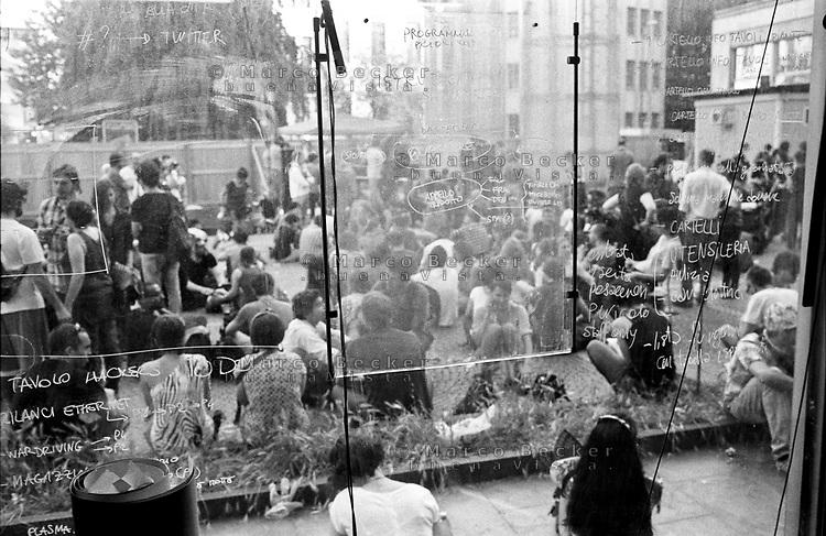 """Milano, un collettivo di """"Lavoratori dell'Arte e dello Spettacolo"""" occupa un edificio inutilizzato, la Torre Galfa, per dare vita a un nuovo centro per le arti e la cultura chiamato MACAO --- Milan, a collective of """"Arts and Entertainment Workers"""" occupy an unused building, the Galfa Tower, in order to create a new centre for arts and culture called MACAO"""