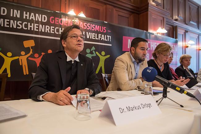 """Pressekonferenz zur Menschenketten-Aktion """"Hand in Hand gegen Rassismus"""" am 18. und 19. Juni 2016 in vielen Staedten in ganz Deutschland stattfindet.<br /> Im Bild vlnr.: Bischof Dr. Markus Droege (Evangelische Kirche Berlin-Brandenburg-schlesische Oberlausitz); Mohamad Hajjaj (Zentralrat der Muslime in Deutschland); Dr. Andrea Berg (Amnesty International in Deutschland). <br /> 14.6.2016, Berlin<br /> Copyright: Christian-Ditsch.de<br /> [Inhaltsveraendernde Manipulation des Fotos nur nach ausdruecklicher Genehmigung des Fotografen. Vereinbarungen ueber Abtretung von Persoenlichkeitsrechten/Model Release der abgebildeten Person/Personen liegen nicht vor. NO MODEL RELEASE! Nur fuer Redaktionelle Zwecke. Don't publish without copyright Christian-Ditsch.de, Veroeffentlichung nur mit Fotografennennung, sowie gegen Honorar, MwSt. und Beleg. Konto: I N G - D i B a, IBAN DE58500105175400192269, BIC INGDDEFFXXX, Kontakt: post@christian-ditsch.de<br /> Bei der Bearbeitung der Dateiinformationen darf die Urheberkennzeichnung in den EXIF- und  IPTC-Daten nicht entfernt werden, diese sind in digitalen Medien nach §95c UrhG rechtlich geschuetzt. Der Urhebervermerk wird gemaess §13 UrhG verlangt.]"""