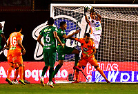 ENVIGADO - COLOMBIA, 06-11-2020: Joan Parra, Santiago Noreña de Envigado F. C., disputa el balon con Pablo Sabbag de La Equidad, durante partido entre Envigado F. C. y La Equidad de la fecha 18 por la Liga BetPlay  DIMAYOR 2020, en el estadio Polideportivo Sur de la ciudad de Envigado. / Joan Parra, Santiago Noreña of Envigado F. C., fights for the ball with con Pablo Sabbag of La Equidad, during a match between Envigado F. C., and La Equidad of the 18th date  for the BetPlay DIMAYOR League 2020 at the Polideportivo Sur stadium in Envigado city. Photo: VizzorImage / Luis Benavides / Cont.