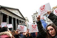 Cartelli: E' ora di essere civili<br /> Roma 23-01-2016 Pantheon. Manifestazione per il riconoscimento dei diritti civili, a sostegno del disegno di legge a favore di tutte le famiglie di fatto dal titolo 'Svegliati Italia'.<br /> Photo Samantha Zucchi Insidefoto